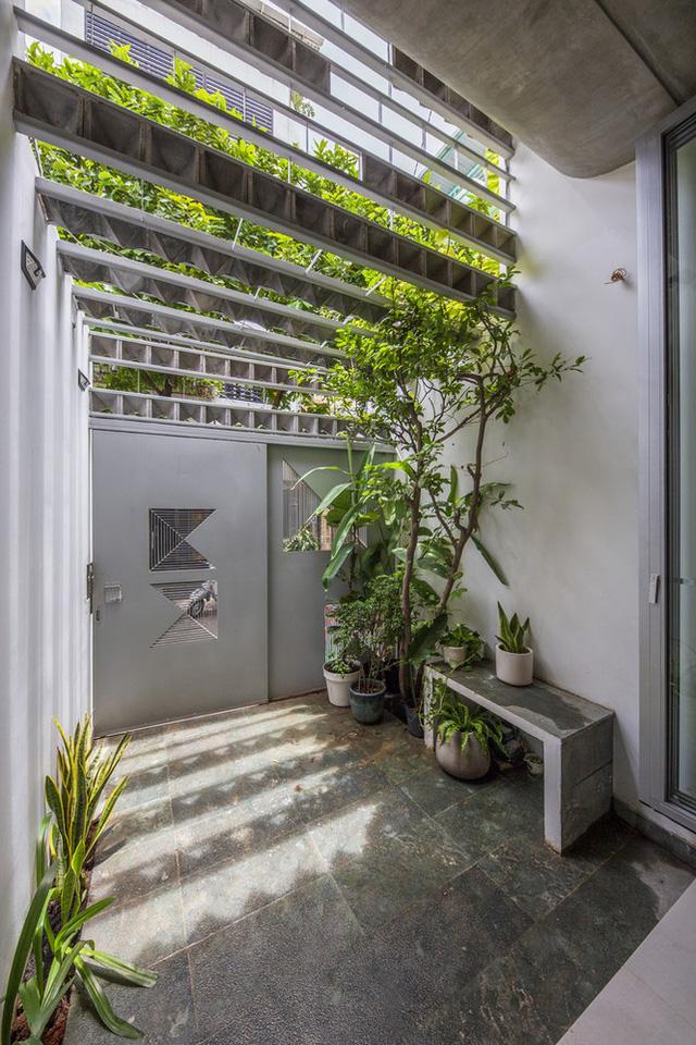 Ngôi nhà ống hẹp ở Sài Gòn với mặt tiền uốn cong vô cùng ấn tượng - Ảnh 13.