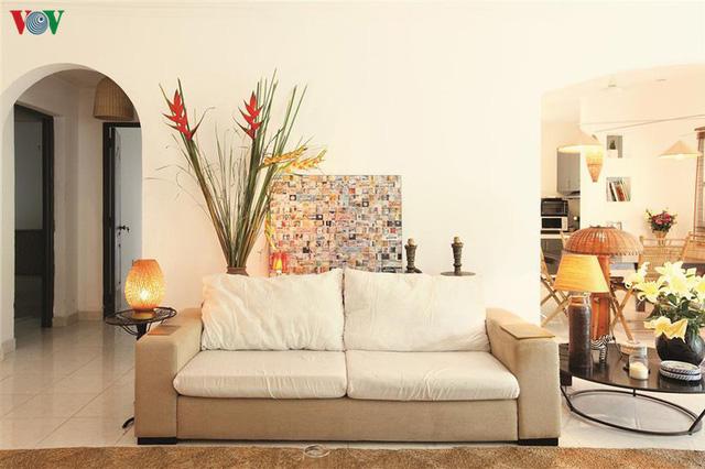 Ngôi nhà có phong cách nhiệt đới lịch lãm - Ảnh 4.