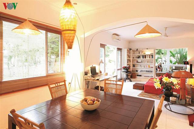 Ngôi nhà có phong cách nhiệt đới lịch lãm - Ảnh 5.