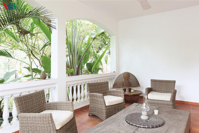 Ngôi nhà có phong cách nhiệt đới lịch lãm - Ảnh 9.
