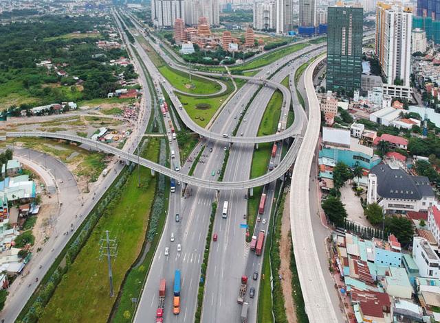 Sau giãn cách xã hội, Tp.HCM cần đẩy mạnh công tác xử lý đất đai, hạ tầng đi trước một bước - Ảnh 1.