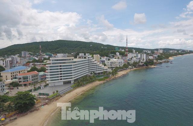 Điểm danh dự án tại Phú Quốc được miễn, giảm tiền sử dụng đất trái luật - Ảnh 2.