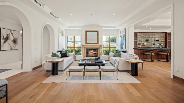 3 căn nhà triệu đô bất ngờ được rao bán giữa đại dịch - Ảnh 2.