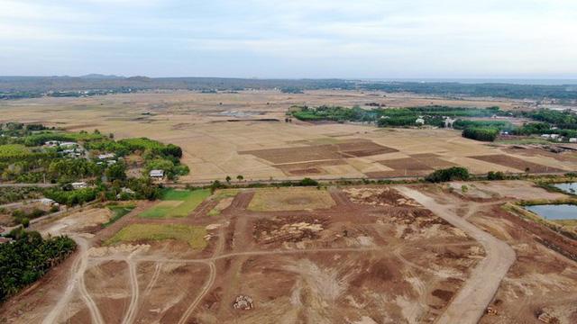 Cận cảnh khu đất ở Bà Rịa-Vũng Tàu đang bị kiểm tra vì bán đất nền kiểu Alibaba  - Ảnh 14.