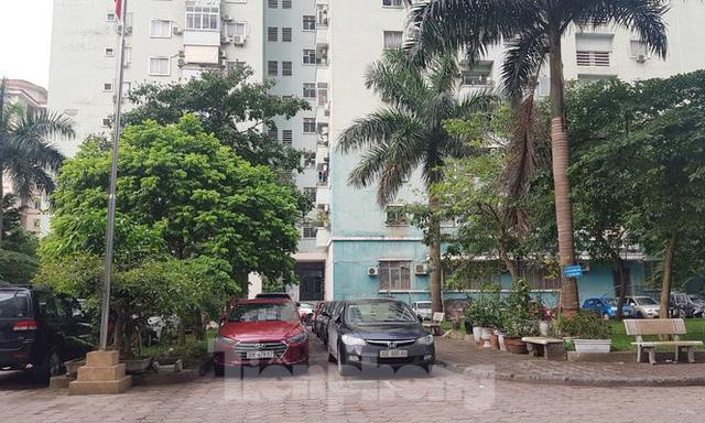 Cận cảnh khu đất công làm bãi xe biến hình thành cao ốc ở Hà Nội - Ảnh 17.