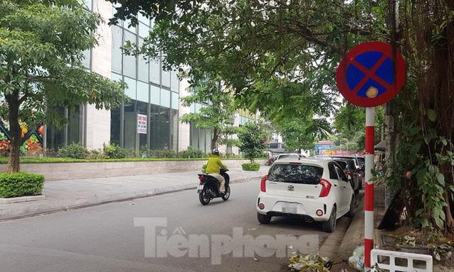 Cận cảnh khu đất công làm bãi xe biến hình thành cao ốc ở Hà Nội - Ảnh 20.