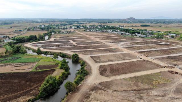 Cận cảnh khu đất ở Bà Rịa-Vũng Tàu đang bị kiểm tra vì bán đất nền kiểu Alibaba  - Ảnh 32.