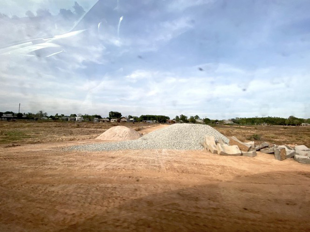 Cận cảnh khu đất ở Bà Rịa-Vũng Tàu đang bị kiểm tra vì bán đất nền kiểu Alibaba  - Ảnh 37.