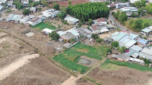 Cận cảnh khu đất ở Bà Rịa-Vũng Tàu đang bị kiểm tra vì bán đất nền kiểu Alibaba  - Ảnh 39.