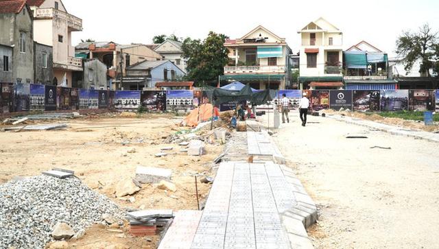 Đề nghị xử lý doanh nghiệp 'thổi phồng' nhà ở thành dự án bất động sản cao cấp - Ảnh 2.