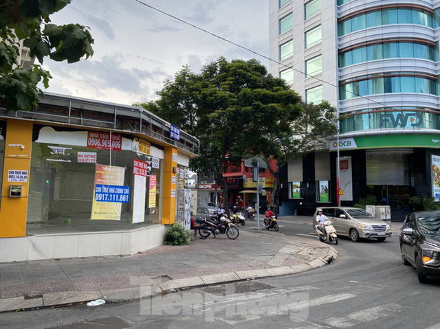 Nhà phố tiền tỷ thi nhau đóng cửa, treo biển cho thuê ở trung tâm Sài Gòn - Ảnh 2.